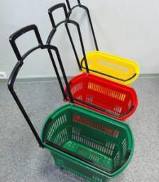 Пластиковые покупательские корзины на колесах